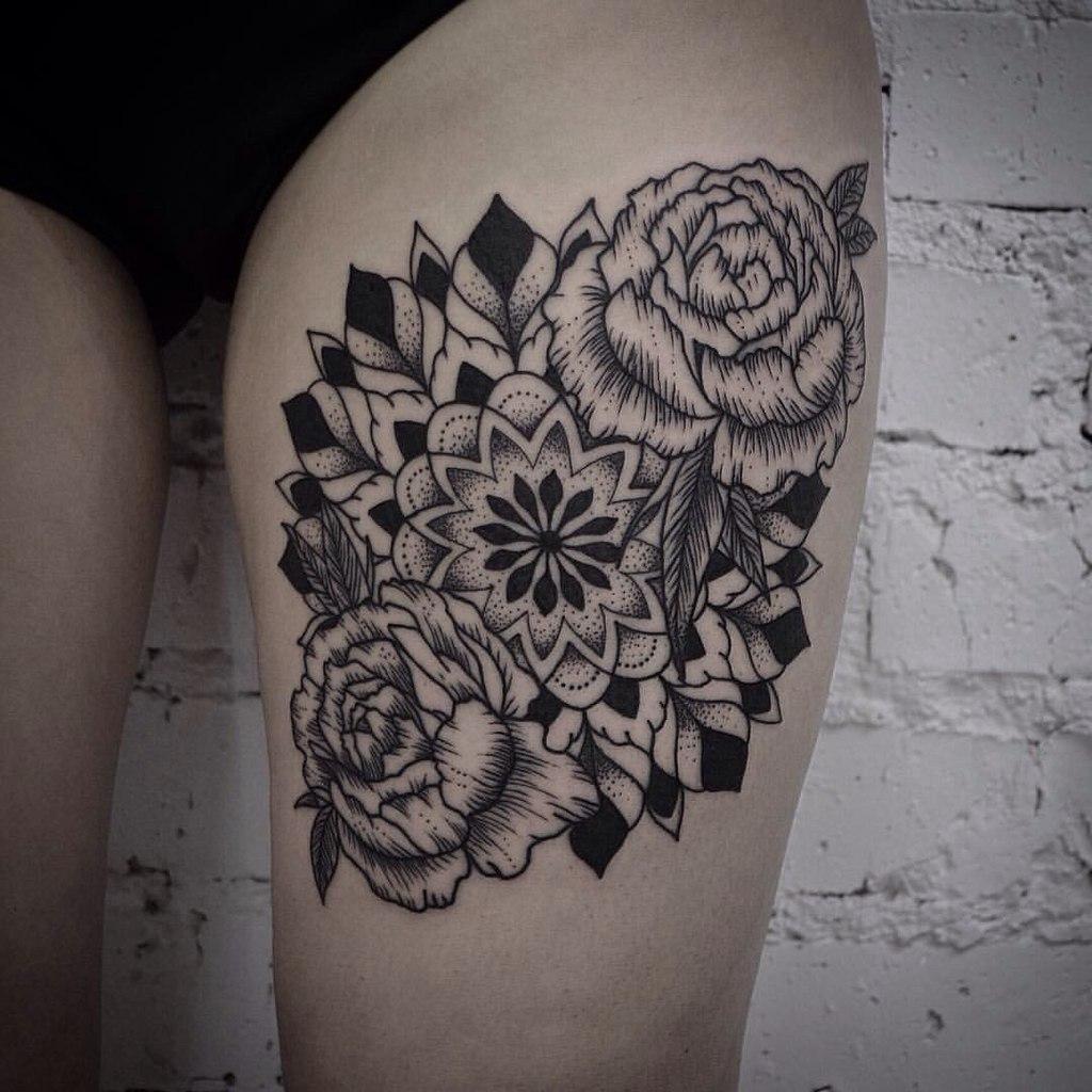 tatouage rosace femme cuisse